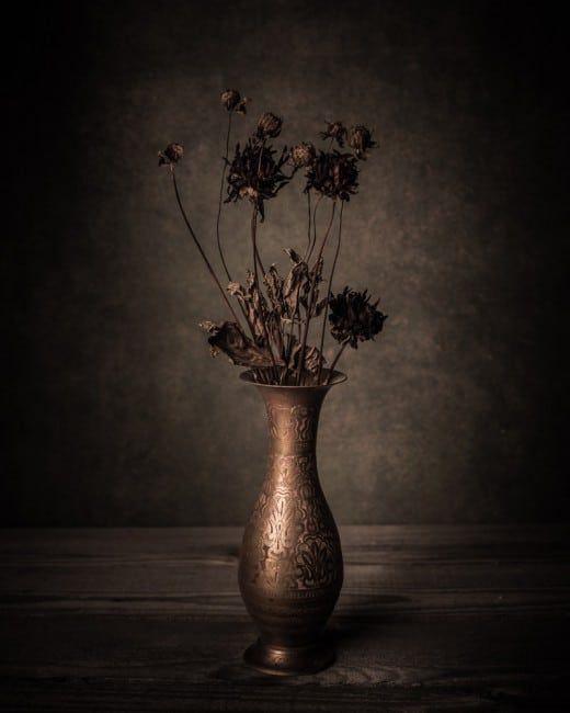 Stillleben mit Vase und Trockenblumen